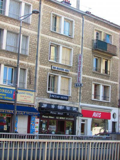 ポワティエ駅前の安ホテル