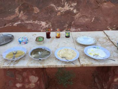 朝食は、屋外で