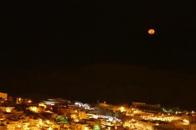 客室窓からの月
