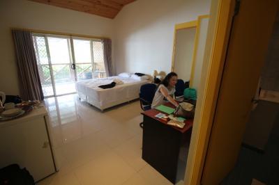 部屋は天井が高くとても広く快適