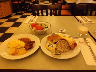 朝食のビュッフェ