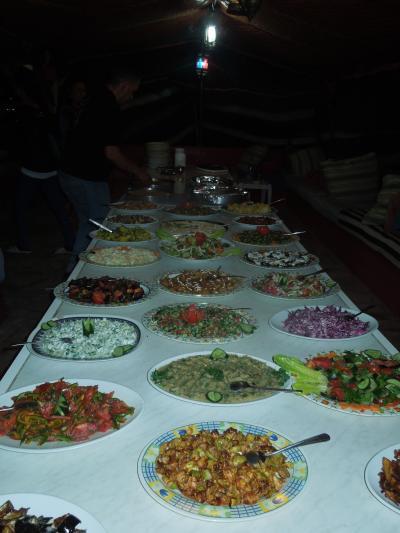 ビュフェ式の夕食はJD5