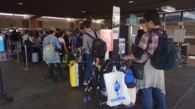 他の観光地の空港よりはるかに便利な空港です。ただとても混雑しています。