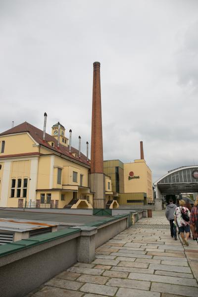 ピルスナービールの発祥の工場でビールを飲む!