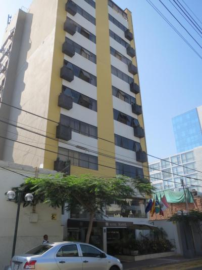ミラフローレスにある 典型的なツーリストクラスホテル