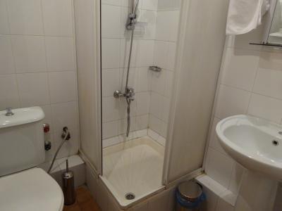 バスルームは狭い