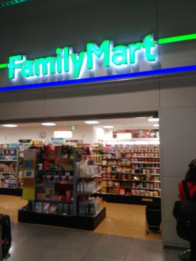 第1ターミナル・コピーの出来るコンビニはファミリーマートだけです。