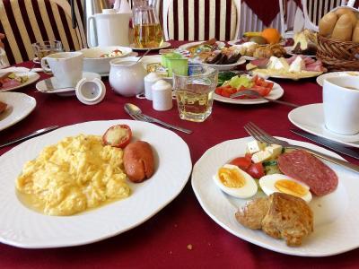 食べきれないほどの朝食