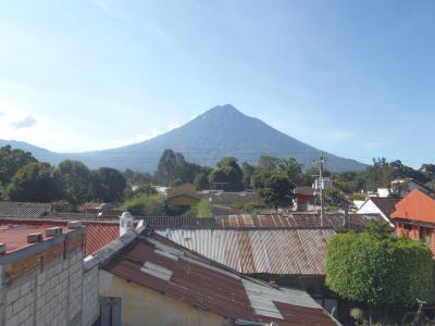天気がいいと、屋上から火山が見えます。