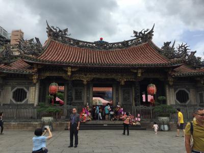 参拝客で溢れているお寺