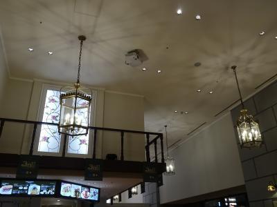 地下歩行空間のカフェを利用