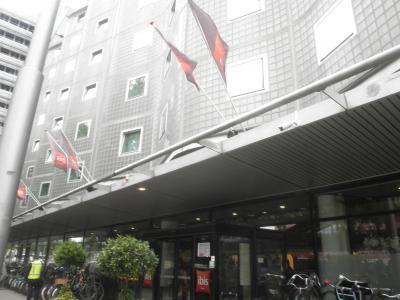 ホテルの前