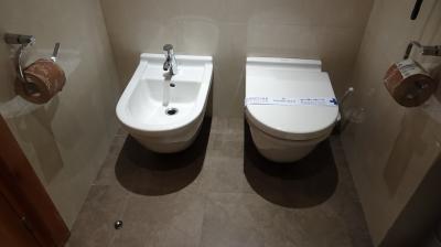 トイレ、ビデ付き
