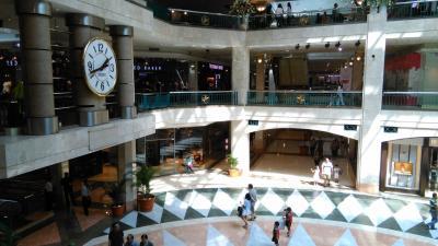スナヤン地区の特大&高級ショッピングモール