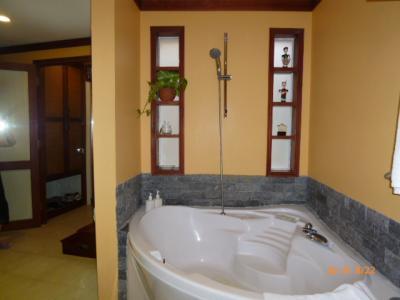 お気に入りのジャグジー風三角形の風呂!シャワーの時便利!