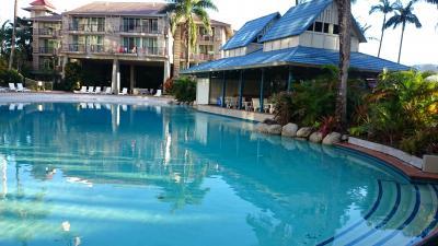 ホテル内のプールです。