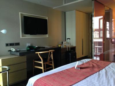 新しく清潔で良く工夫されたホテル