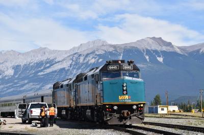 カナディアンロッキーの絶景を眺めながらの列車旅