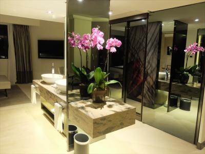 …浴室や寝室部分への動線上に洗面台が。