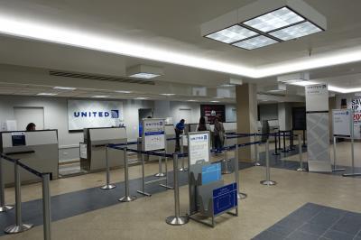 ユナイテッド航空のチェックインカウンター