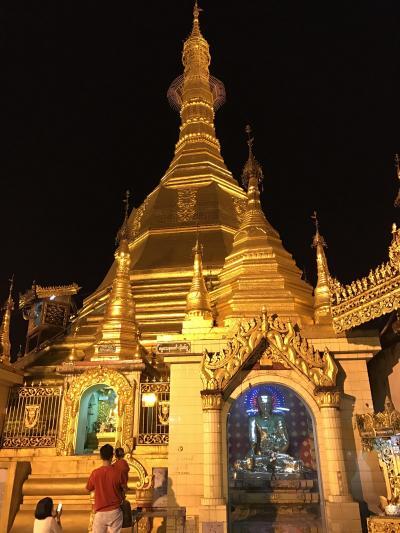 ヤンゴン中心部のパゴダ。