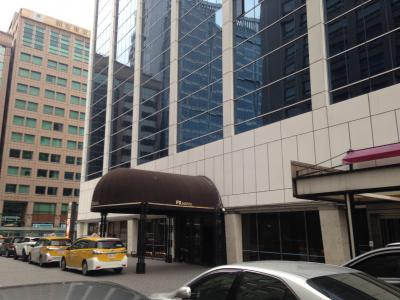 南京東路、ウェスティン隣。中華航空ビル内