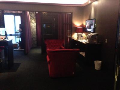 15階の共用スペース。飲み物、雑誌、パソコンあり