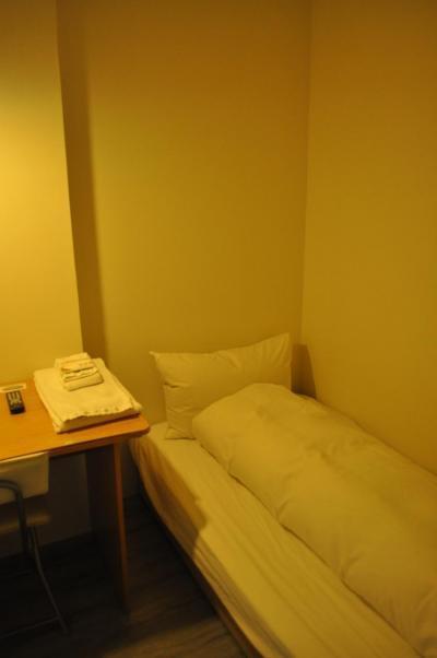 部屋は狭いです。