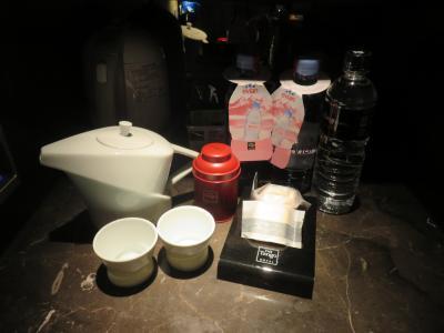 ウーロン茶の茶葉用の茶器・無料の水