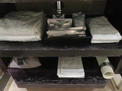 歯ブラシ・タオルなど棚