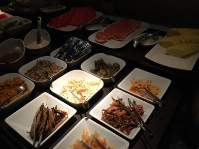 色々な種類の小鉢用の総菜