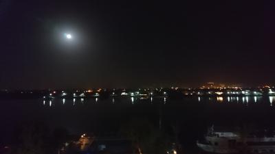 部屋から見たナイル川の夜景