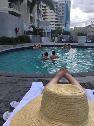 プールサイドでのんびり。
