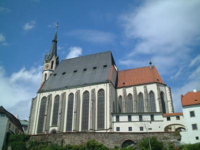 向かいの聖ヴィート教会