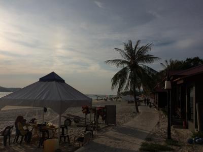 国際色豊かなビーチ