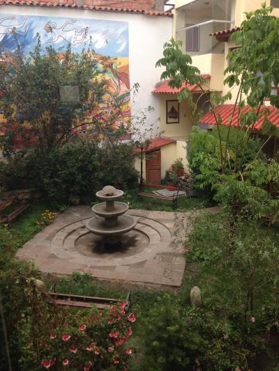 ホテルの中庭。ベンチでまったり