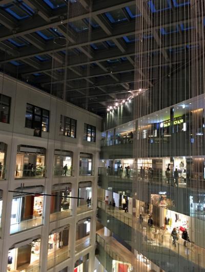 開放感ある商業施設