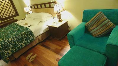 キングサイズのベッドで広々眠れました。