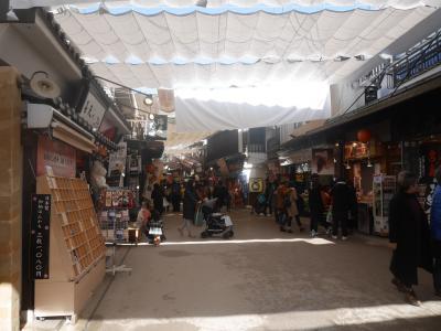 宮島表参道商店街 賑やかに食べ歩き