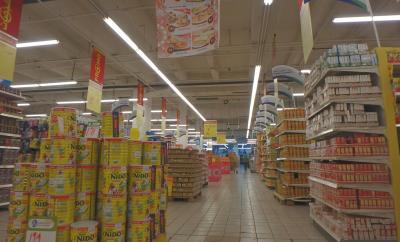 お隣のスーパー