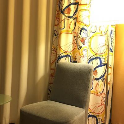 客室 しっかりしたカーテンで閉めると真っ暗になりゆっくり休め