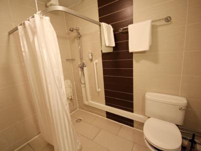 バスルームはシャワーのみで、バリアフリー対応でした