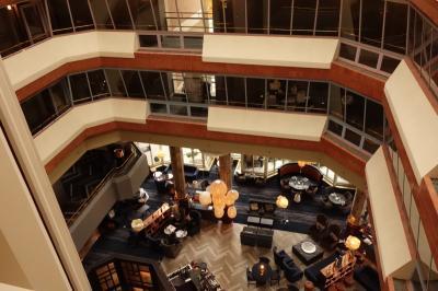 ホールは各階から見渡せます