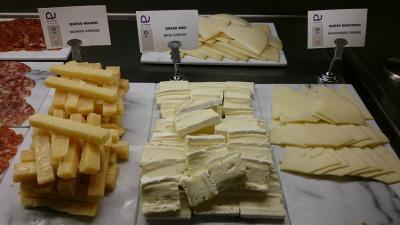 チーズもハード系からソフト系まで色々あります。