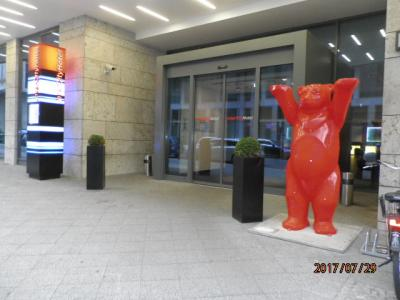 入口のかわいい熊です。
