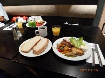 朝食は豪華ではないが毎日少しづつ違って飽きない。