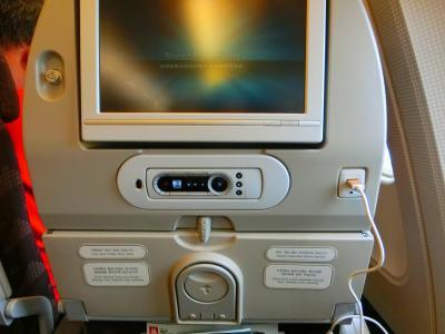機内は綺麗、接客は丁寧、乗務員は美男美女☆