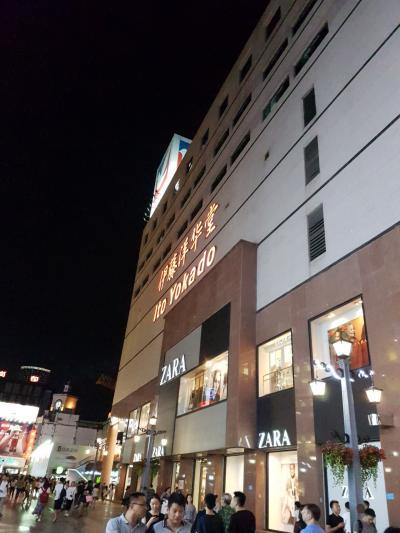 地下の食品フロアは日本のヨーカ堂そっくり。お土産の買い出しにも。
