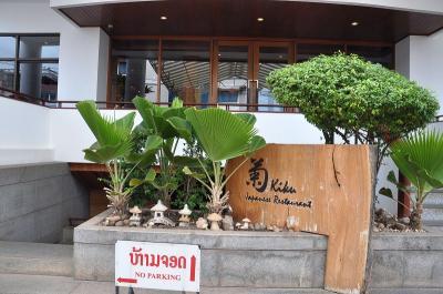 日本食レストラン「菊」が地下にある