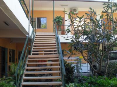 ビーチサイドではありませんが、山側の客室があり、階段が続きま